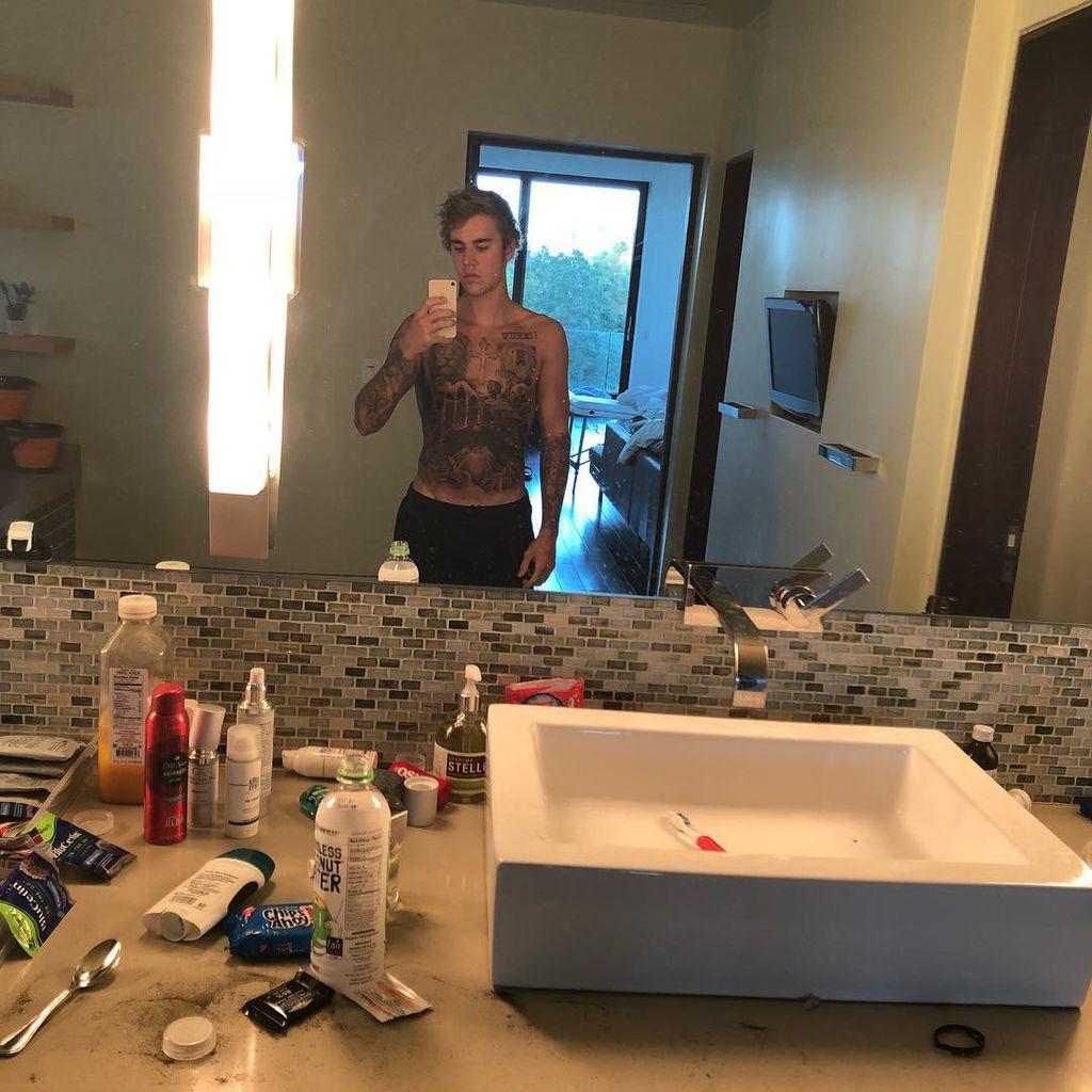 Riesiges Bauch Tattoo Für Justin Bieber: Fans Rasten Aus! | Promiflash.de