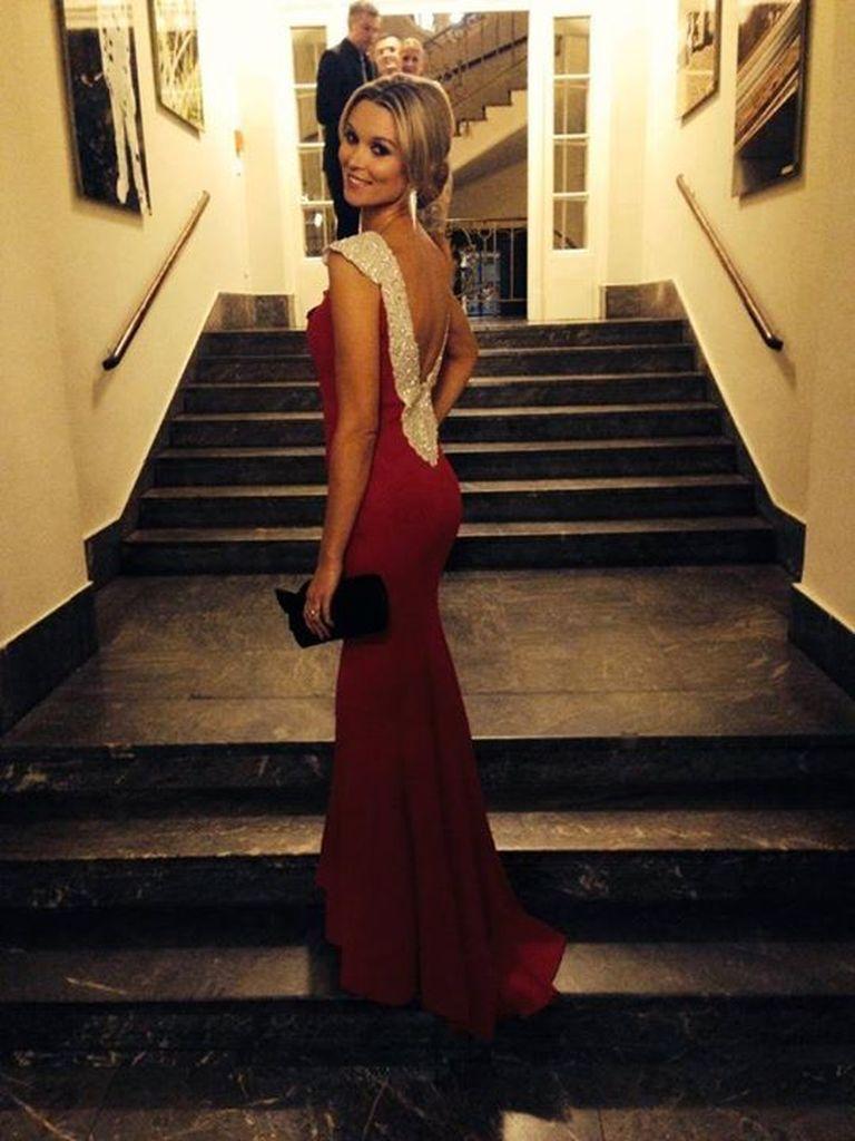 Was für ein Kleid! So schön ist Katja Kühne | Promiflash.de