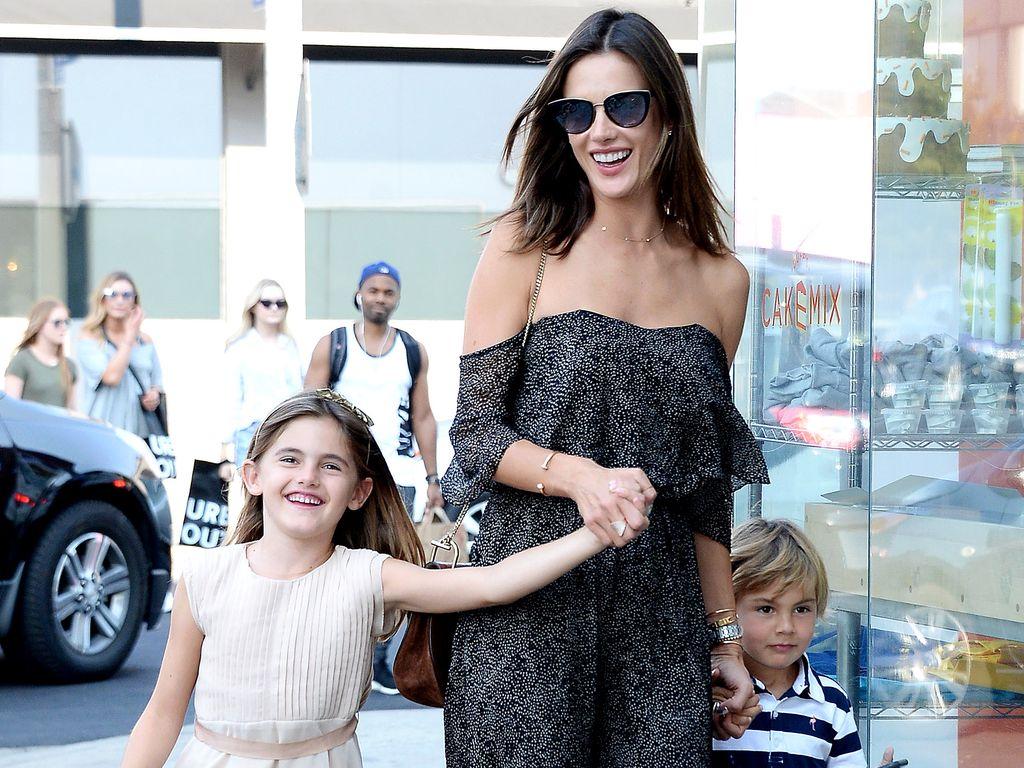 Alessandra Ambrosio mit ihren Kindern Anja und Noah in West Hollywood
