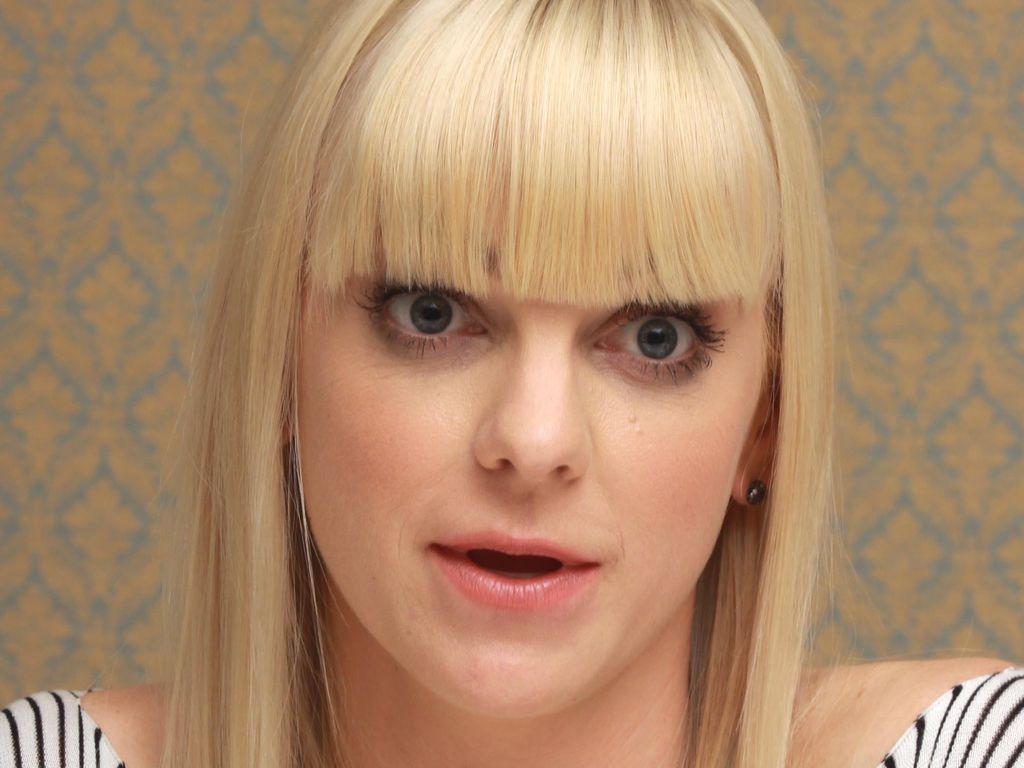 Anna Faris in Beverly Hills 2013
