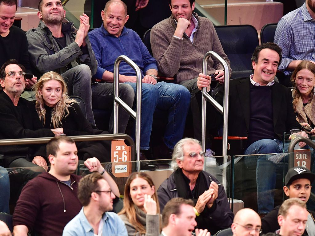 Ashley Olsen, Richard Sachs, Olivier Sarkozy und Mary-Kate Olsen bei den New York Knicks