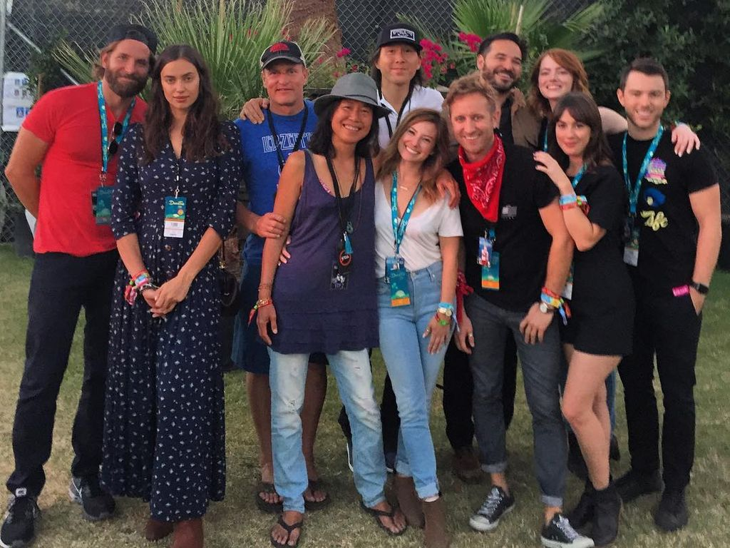 Bradley Cooper, Irina Shayk, Woody Harrelson, Emma Stone mit Fans