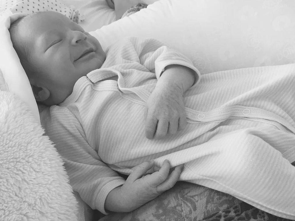 Candice Swanepoels neugeborenes Baby Anacã