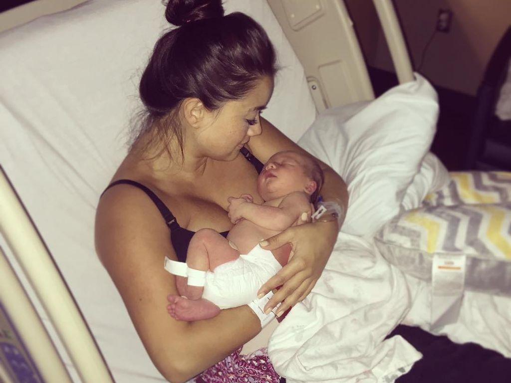 Catherine Giudici Lowe mit ihrem Sohn Samuel Thomas kurz nach der Geburt
