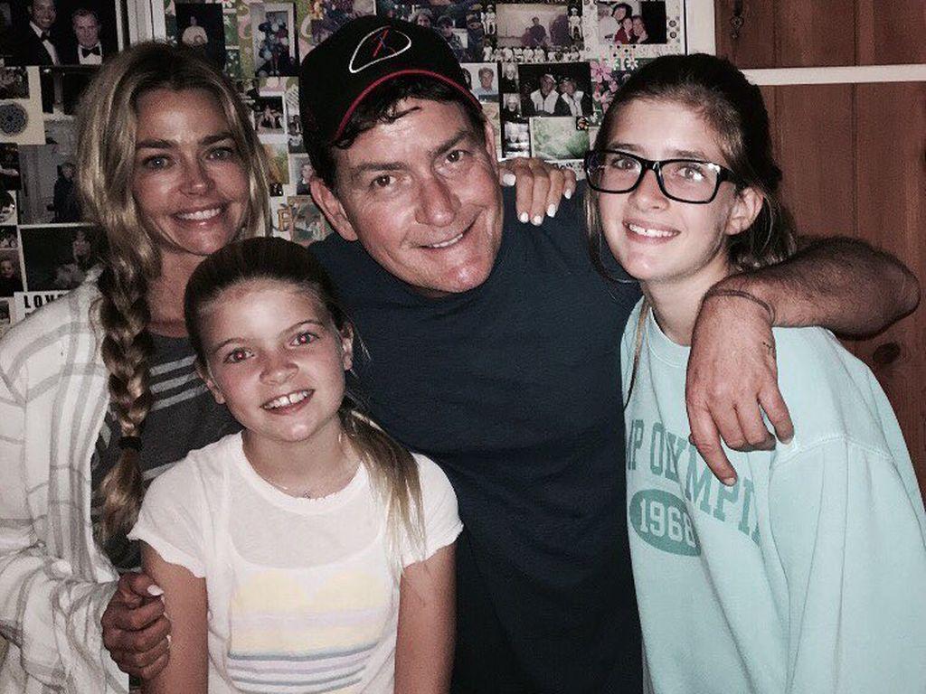 Charlie Sheen mit Denise Richards und den gemeinsamen Töchtern Lola Rose und Sam
