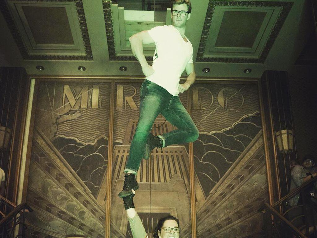 Chris Hemsworth und Melissa McCarthy bei den Dreharbeiten zu Ghostbusters