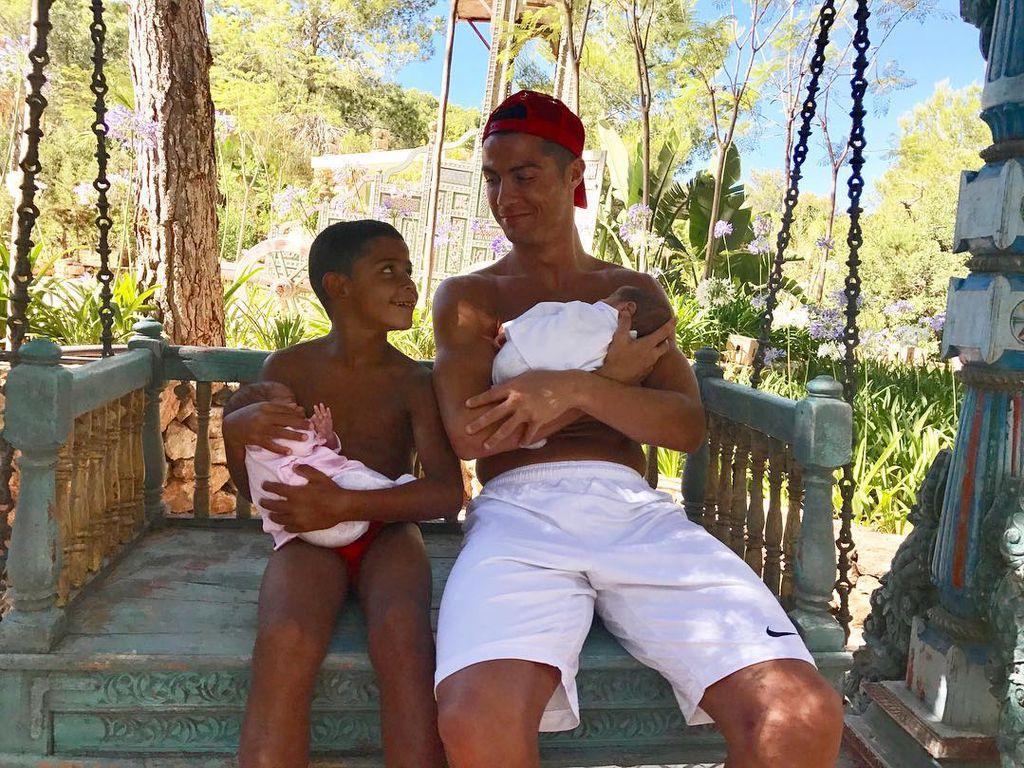 Cristiano Ronaldo: Erstes Foto mit allen drei Kindern
