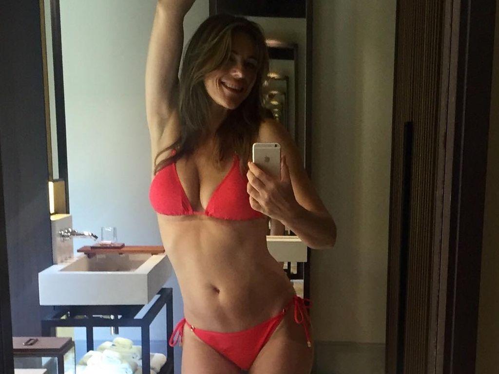 Elizabeth Hurley beim Bikini-Shoot auf den Malediven