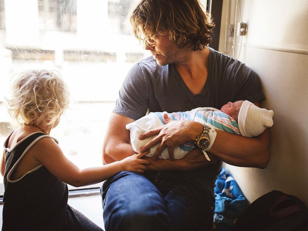 Eric Christian Olsen mit seinen Kindern