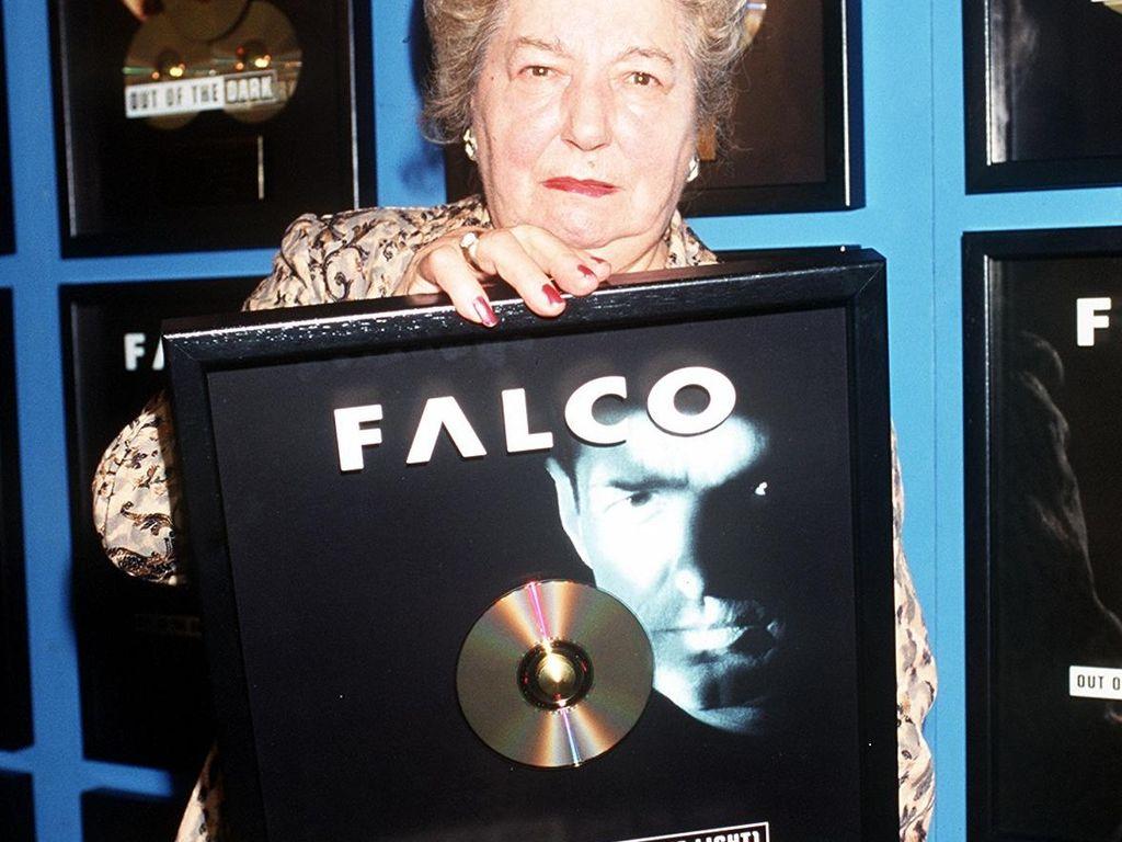 Falcos Mutter
