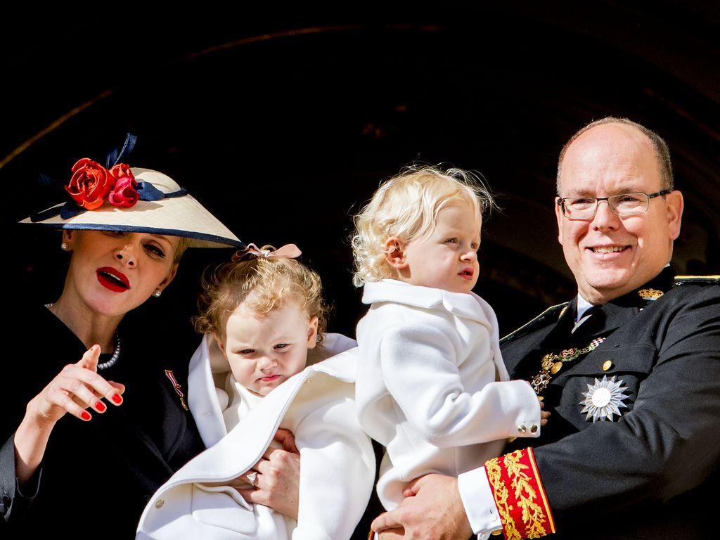 Fürstin Charlène und Fürst Albert mit Gabriella und Jacques beim Nationalfeiertag in Monaco