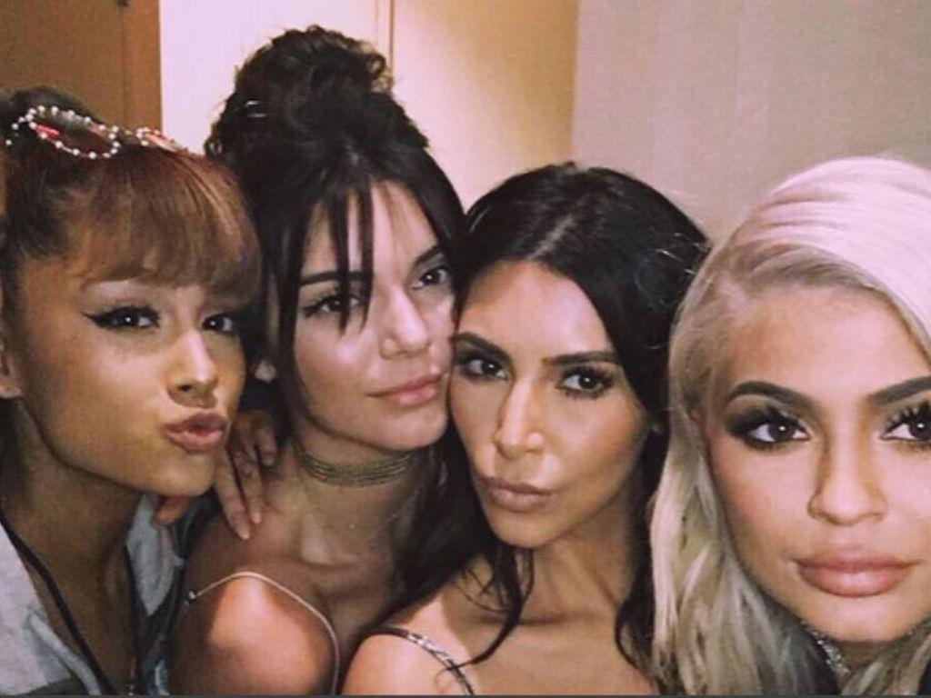 Joan Smalls, Ariana Grande, Kendall Jenner, Kim Kardashian, Kylie Jenner (v.l.n.r.)