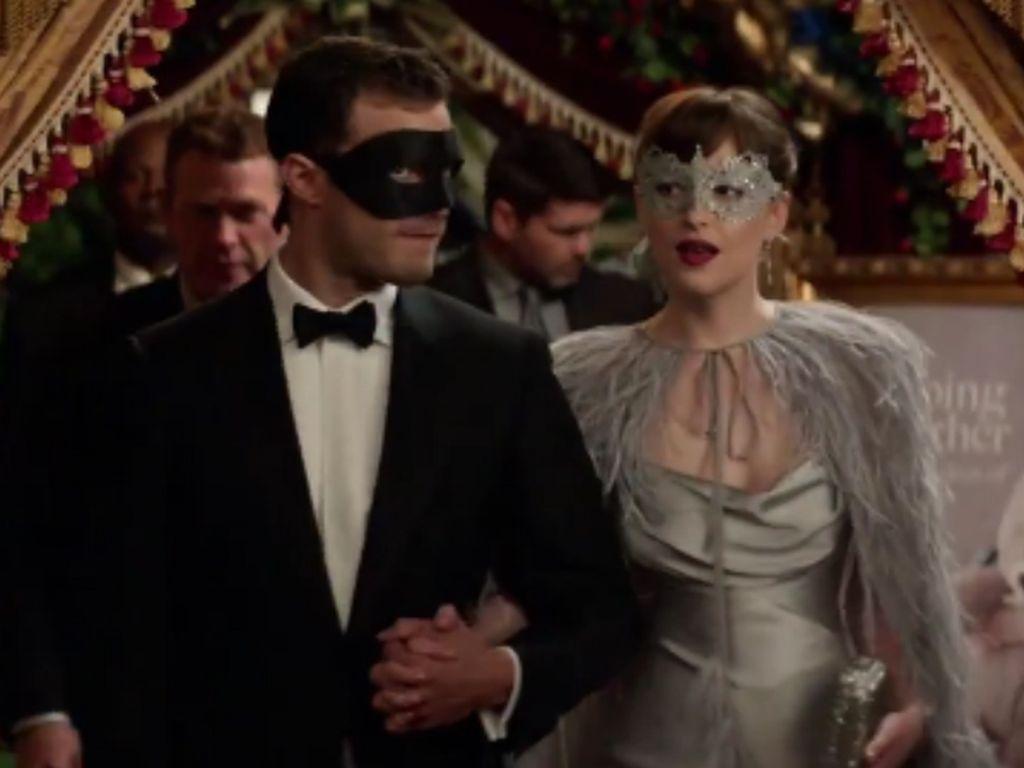 """Jamie Dornan und Dakota Johnson in einer """"Fifty Shades Darker""""-Szene"""