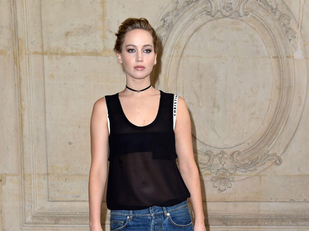 Jennifer Lawrence auf der Fashion Week in Paris