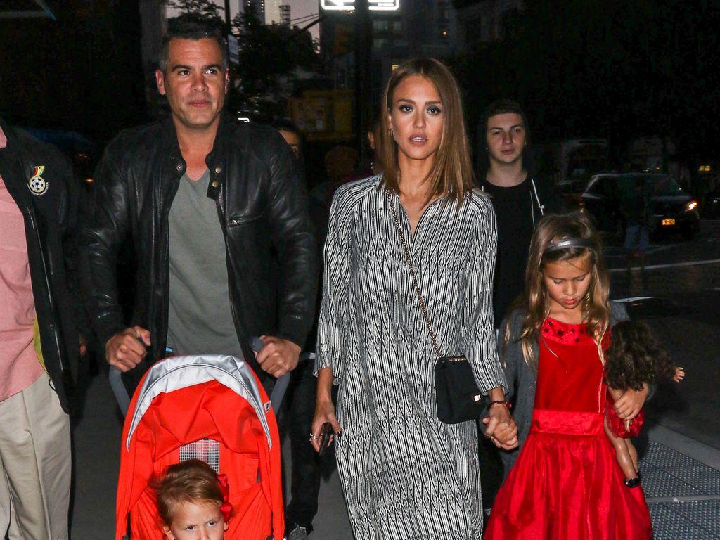 Jessica Alba beim Familien-Ausflug in New York
