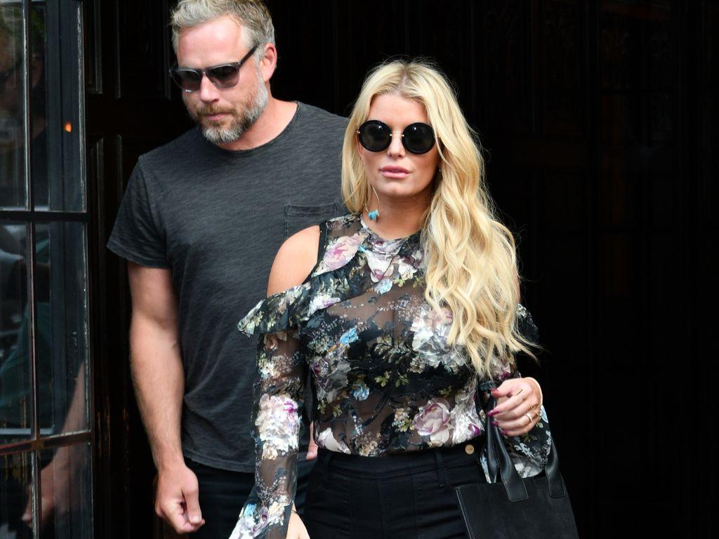 Jessica Simpson und Eric Johnson verlassen ein Hotel in Manhattan