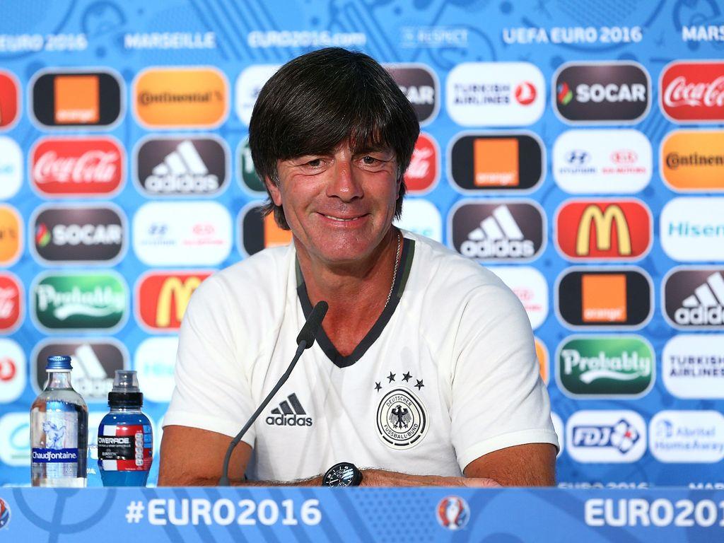 Joachim Löw während einer Pressekonferenz bei der EM 2016