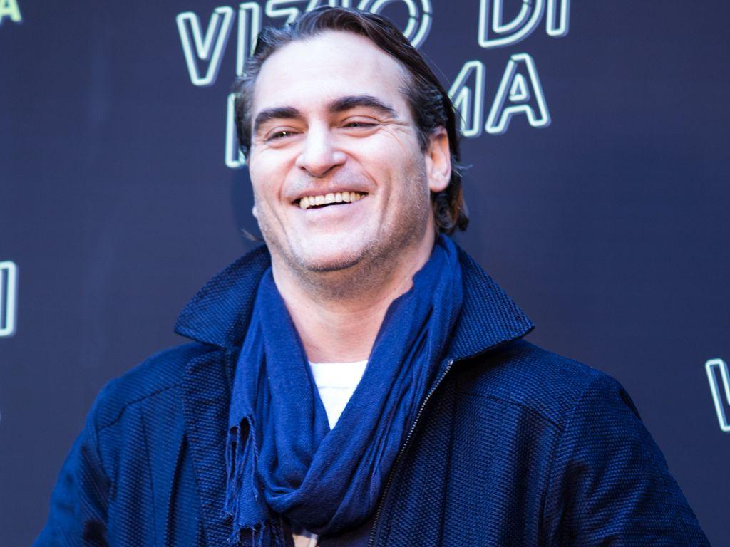 "Joaquin Phoenix lachend beim ""Inherent Vice""-Photocall in Rom"