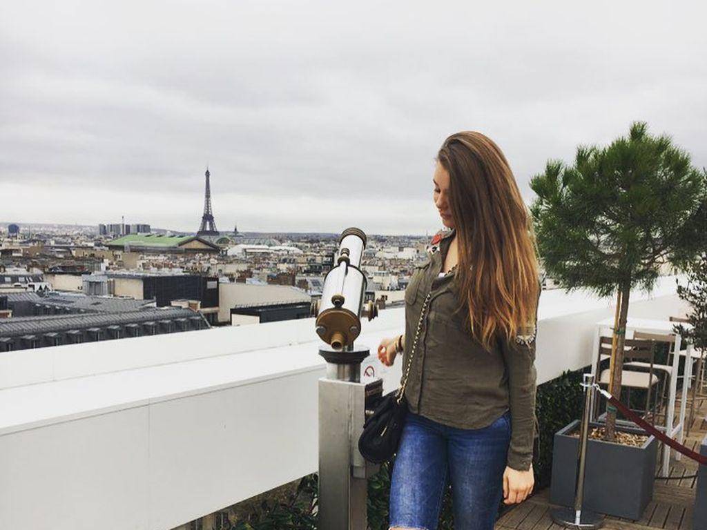 Joelina Drews in Paris
