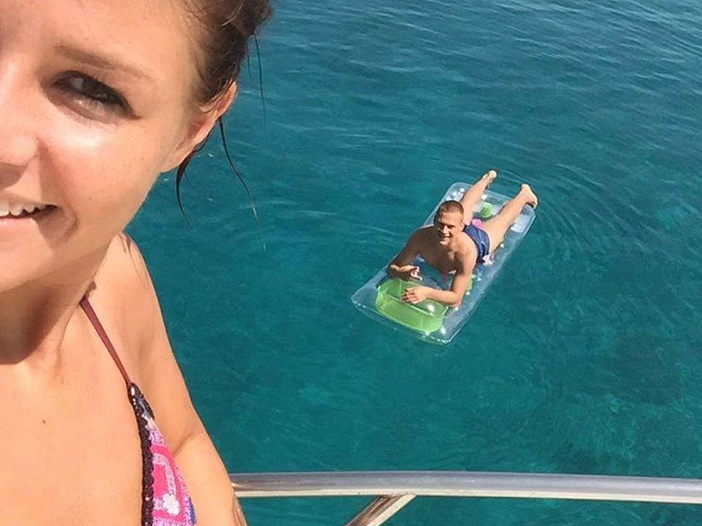 Joshua Kimmich mit seiner Freundin Lina im Griechenlandurlaub