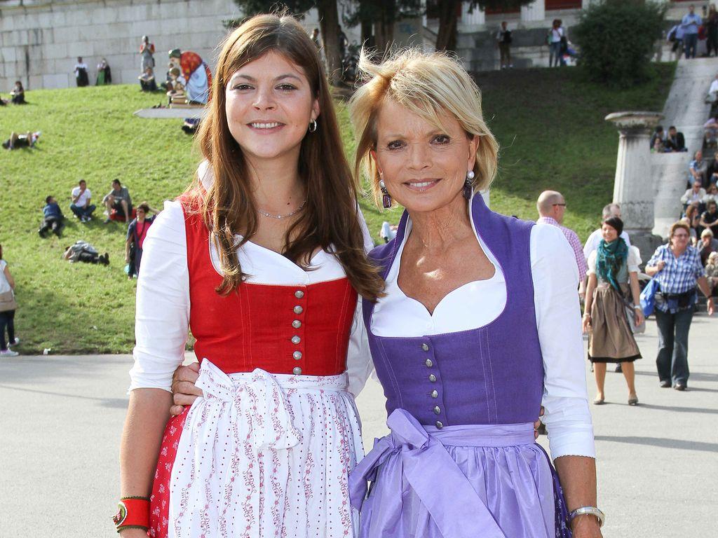 Julia Tewaag und Uschi Glas beim Oktoberfest 2014