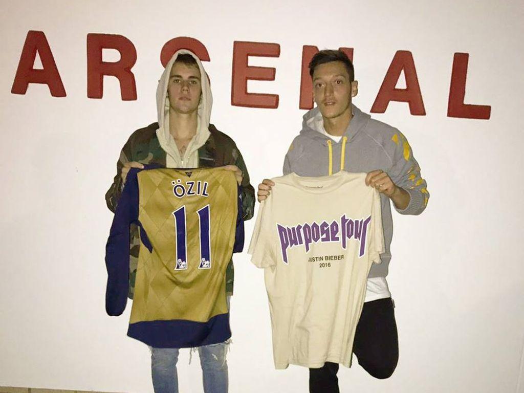 """Justin Bieber und Mesut Özil auf der """"Purpose Tour"""""""