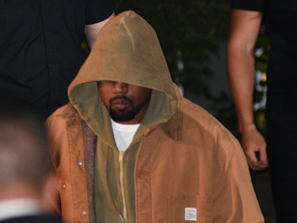 Kanye West im Oktober 2016 vor seiner Wohnung in New York