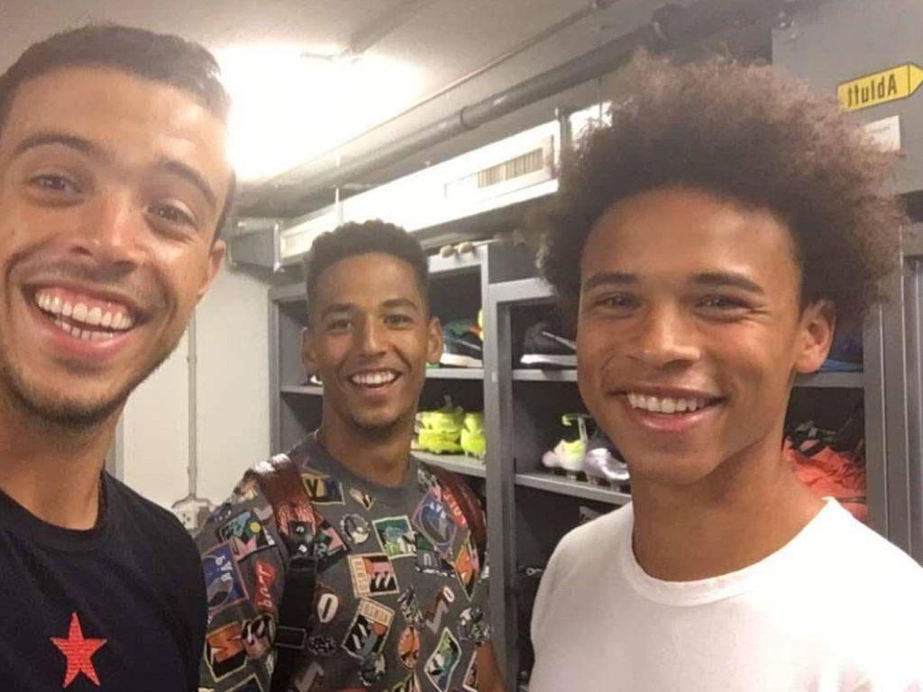 Leroy Sané (r.) mit seinen Schalke-Kollegen Franco Di Santo (l.) und Thilo Kehrer (m.)