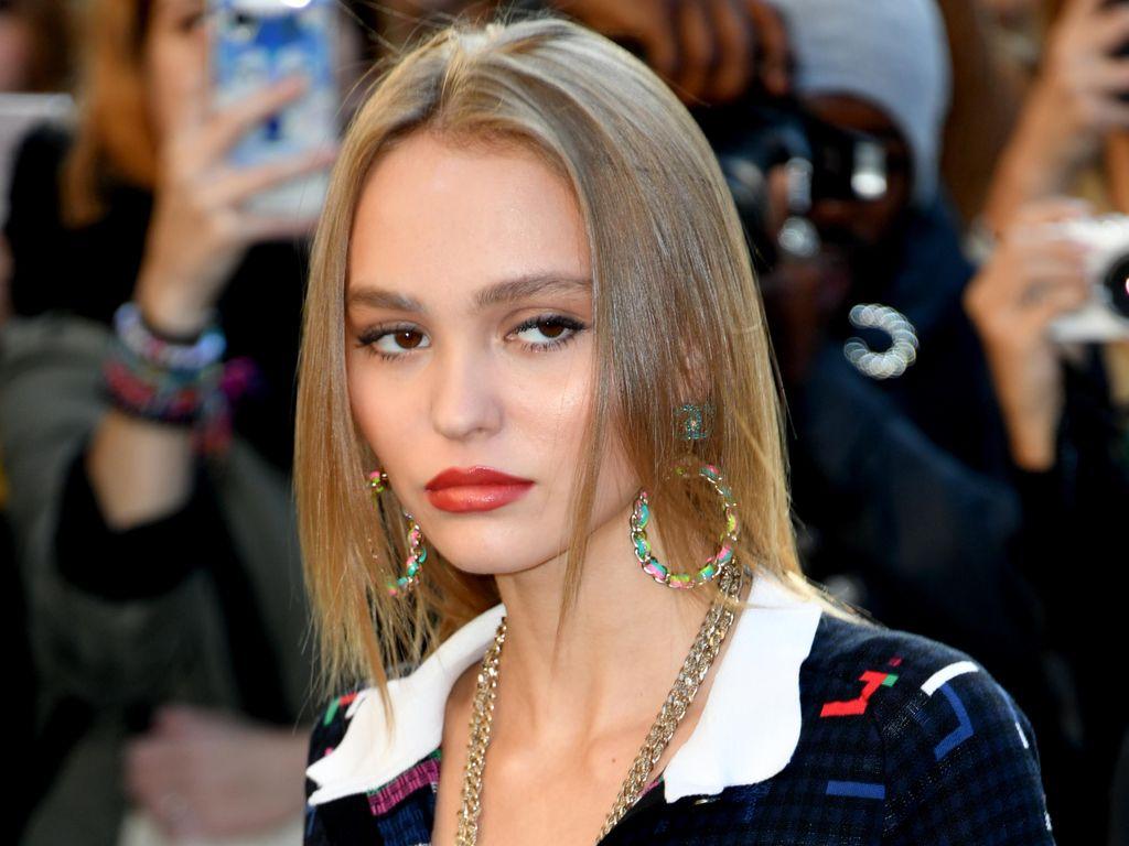 Lily-Rose Depp bei der Fashion Week in Paris