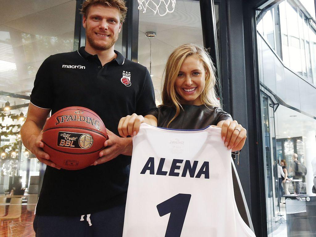 Lucca Staiger und Alena Gerber bei der easyCredit Basketball Bundesliga