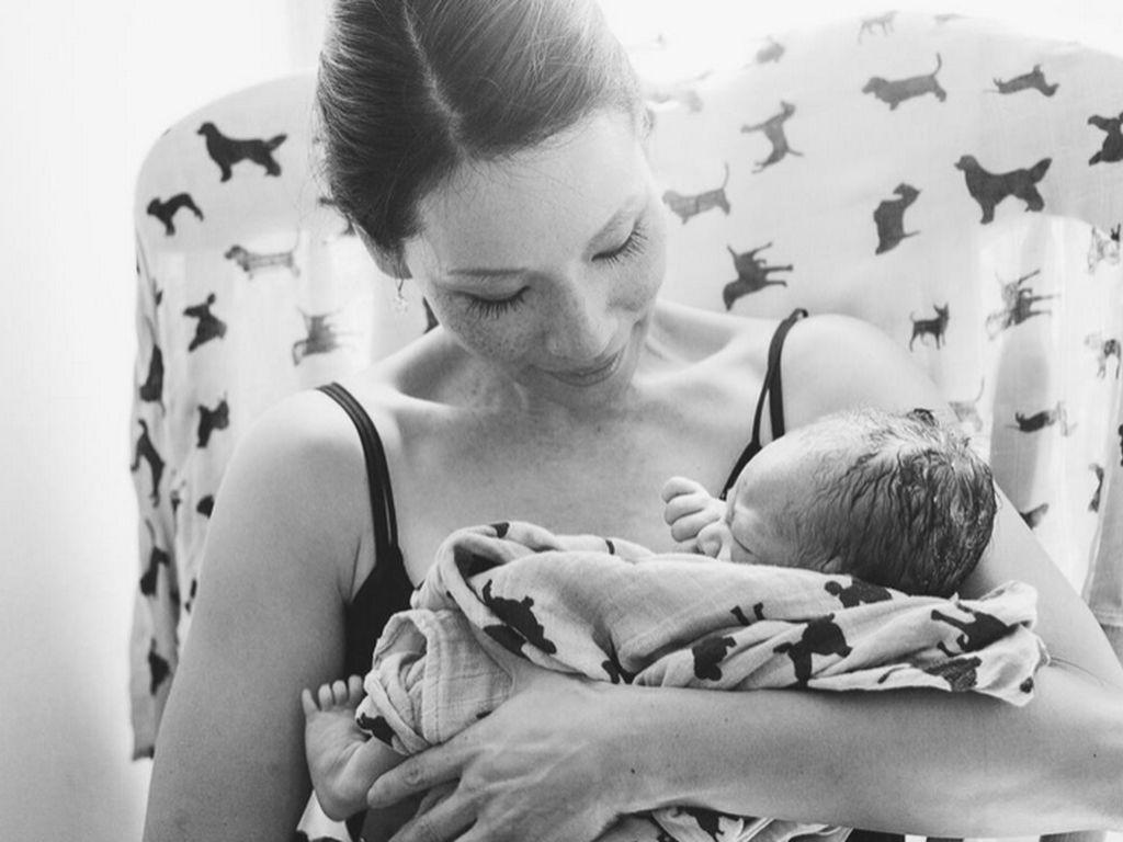 Lucy Liu mit ihrem Sohn Rockwell