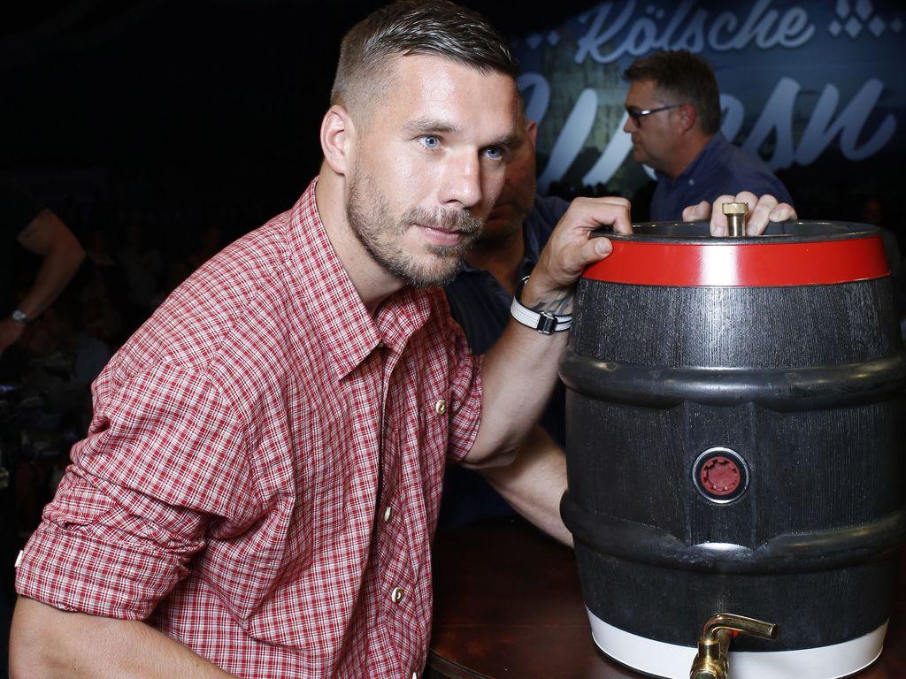 """Lukas Podolski beim Faßanstich bei den """"Kölsche Wiesn"""""""