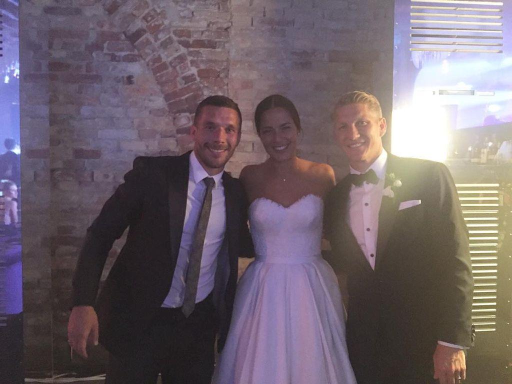 Lukas Podolski mit Ana Ivanovic und Bastian Schweinsteiger