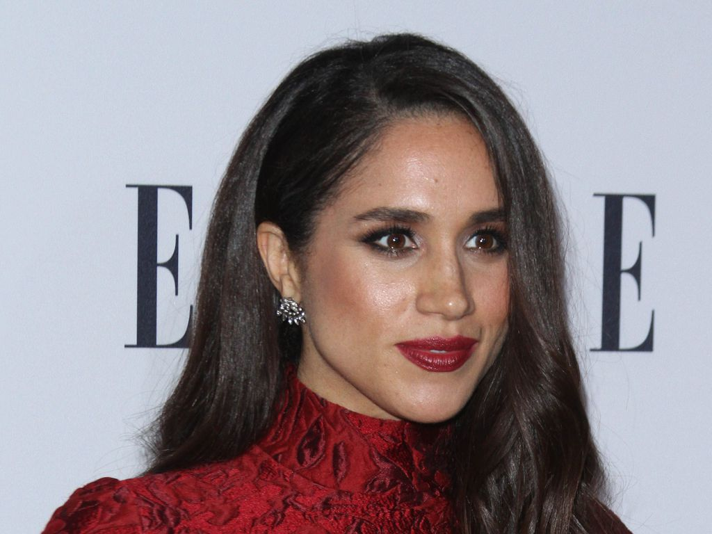 buddhist single women in markle Now a successful photographer based in london, single mom stark, 61, still lives with the notoriety of her ill-fated 18-month love affair with andrew.