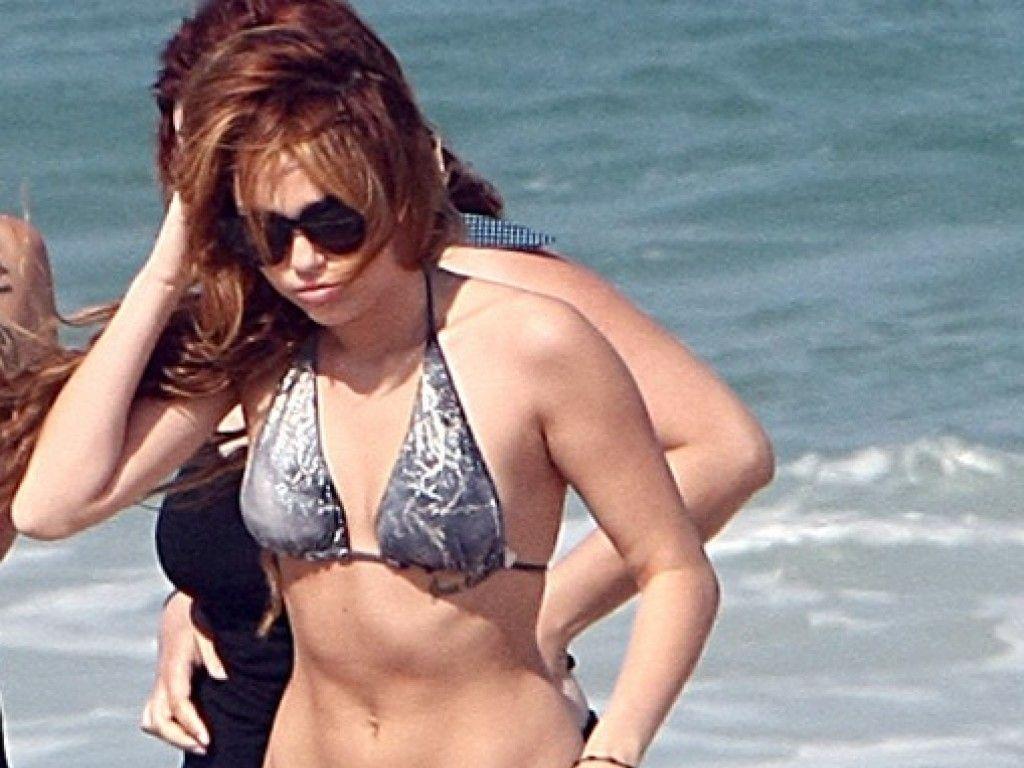 Miley Cyrus im Bikini jetzt wirds heiß! - WEBDE - E