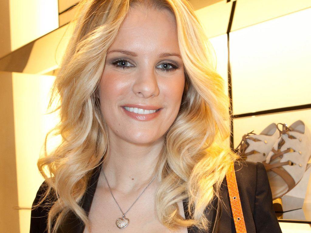 Monica Ivancan lächelt