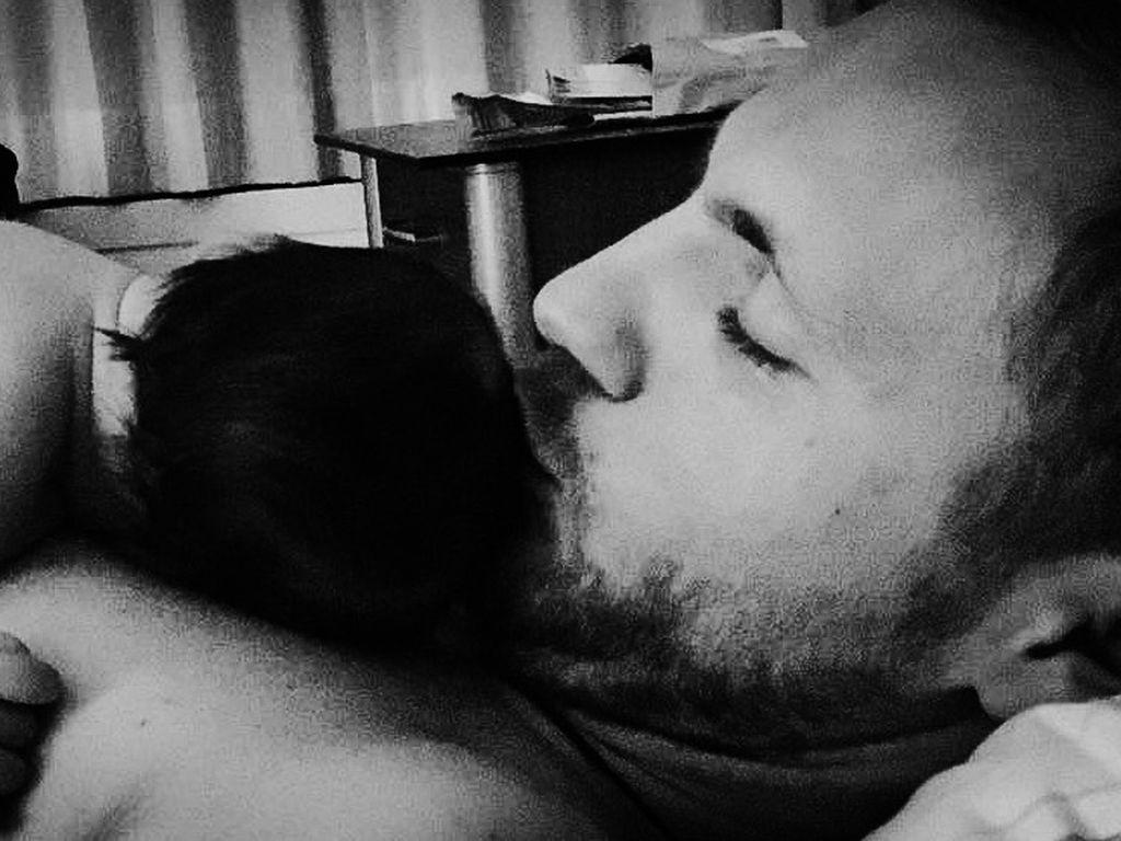 Niklas Osterloh und seine kleine Tochter