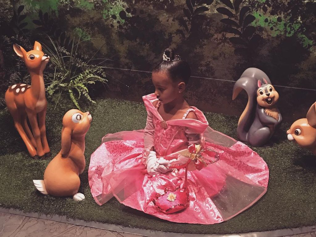 North West mit Bambi & Co. in Disney-Land