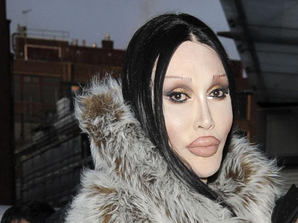 """Pete Burns auf der """"London Fashion Week"""""""