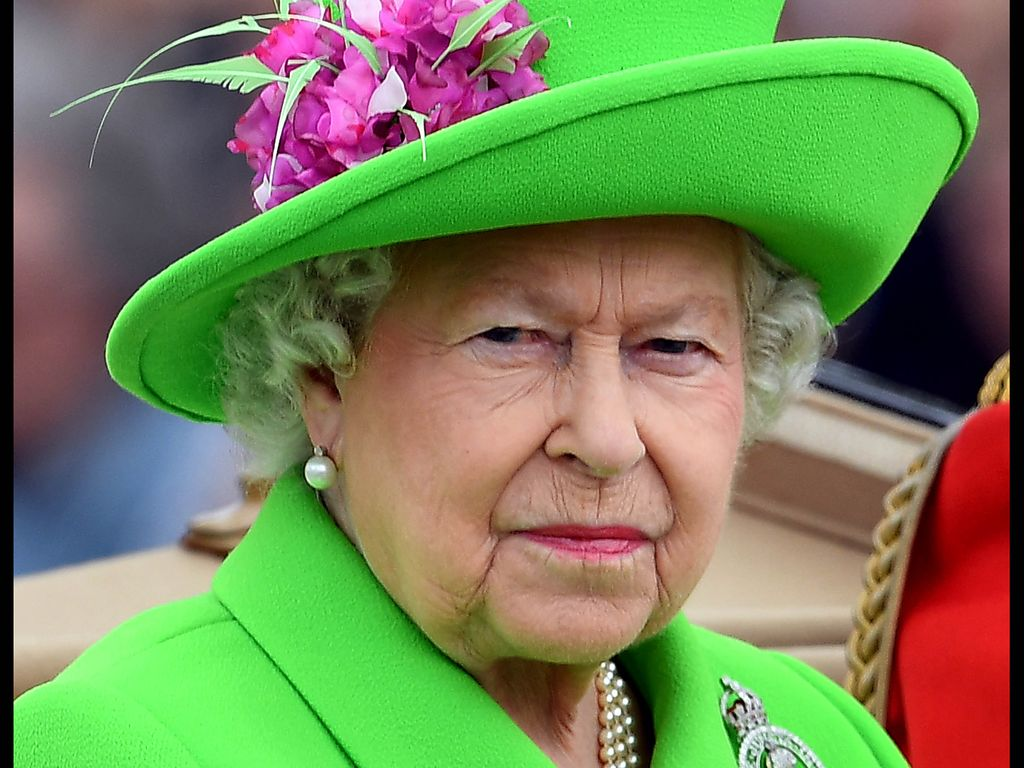 Queen Elizabeth II. in einem neongrünen Ensemble bei der Trooping The Colour Parade in London