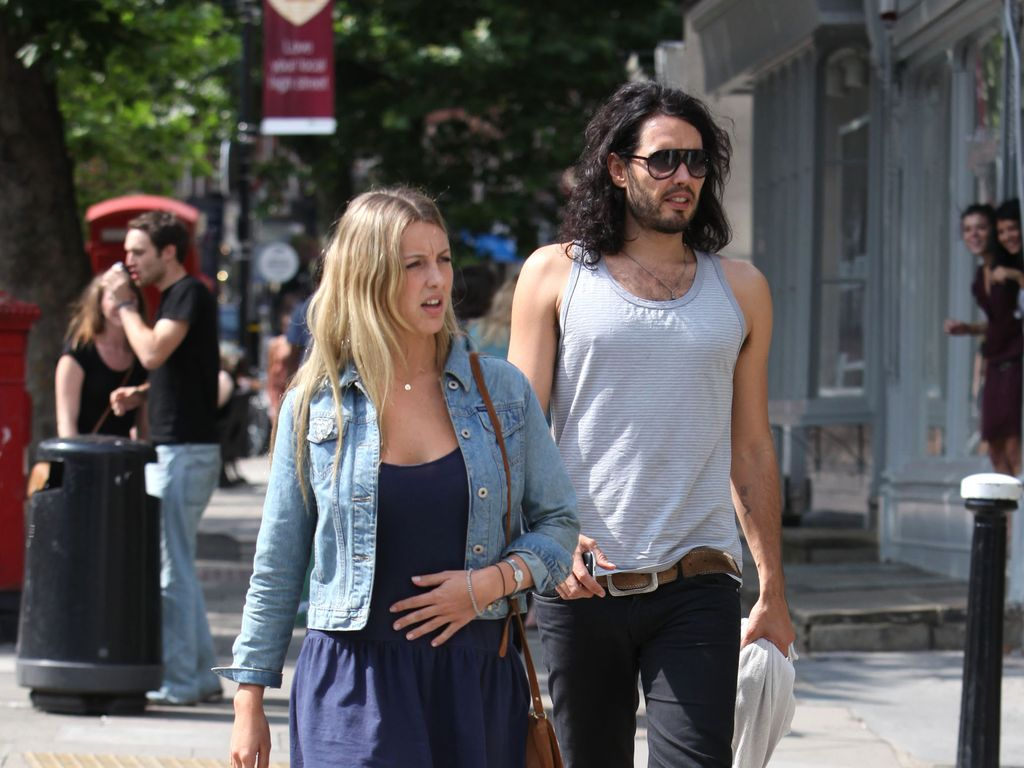 Russell Brand mit Freundin Laura Gallacher in London