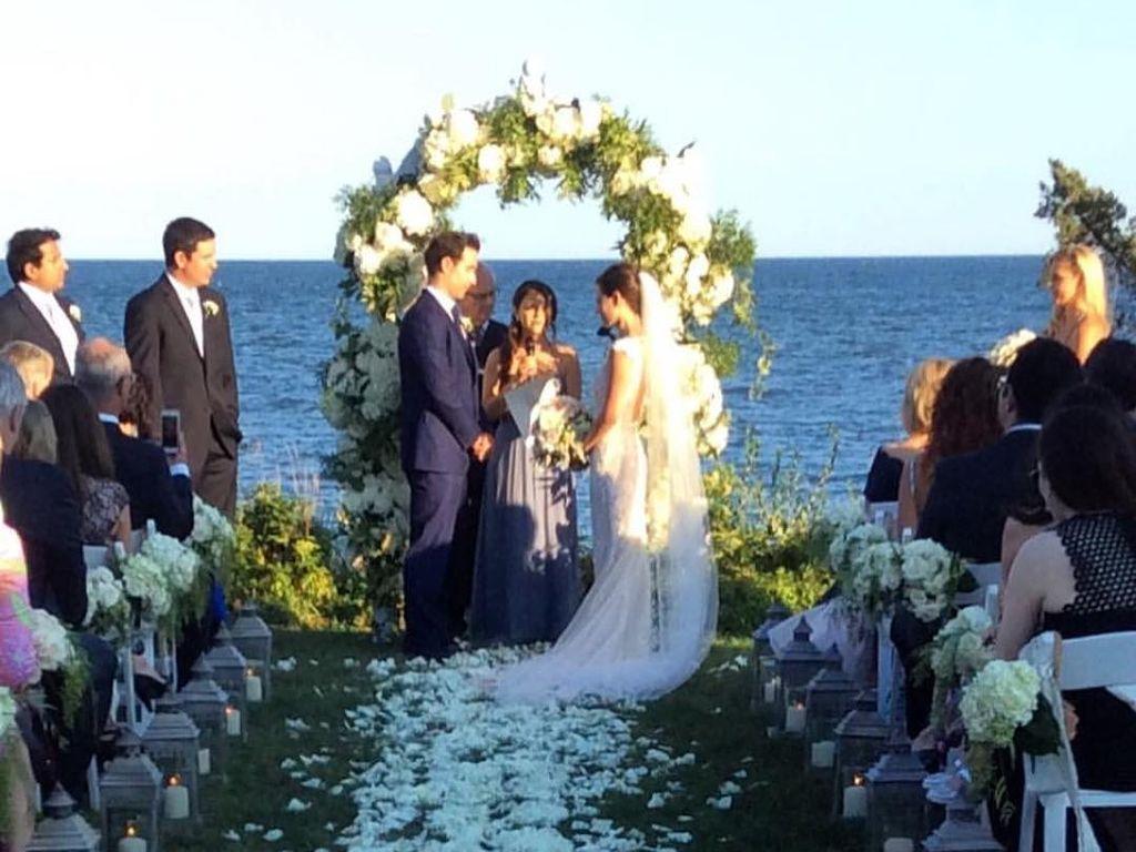 Sasha Cohen und ihr Ehemann Tom May bei ihrer Eheschließung in Osterville in Massachusetts