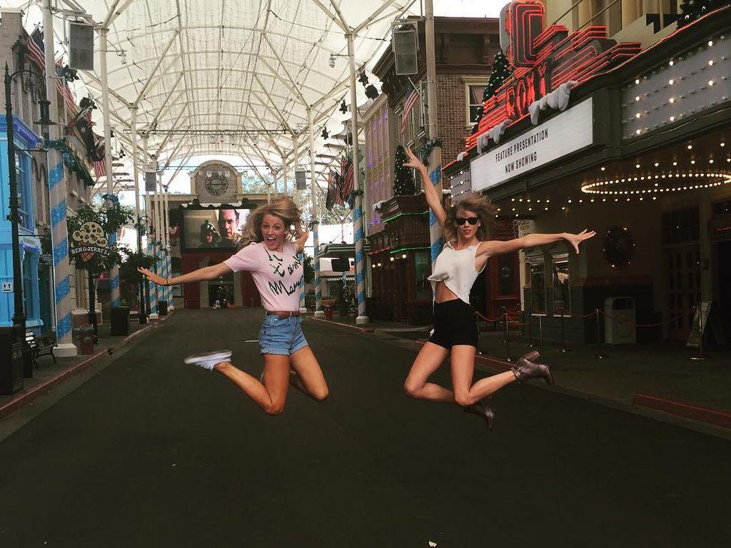 Taylor Swift und Blake Lively im Dezember 2015 in Australien