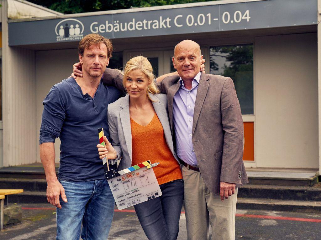 (v.l.) Stefan Vollmer (Hendrik Duryn), Karin Noske (Jessica Ginkel) und Rose (Ulrich Gebauer)
