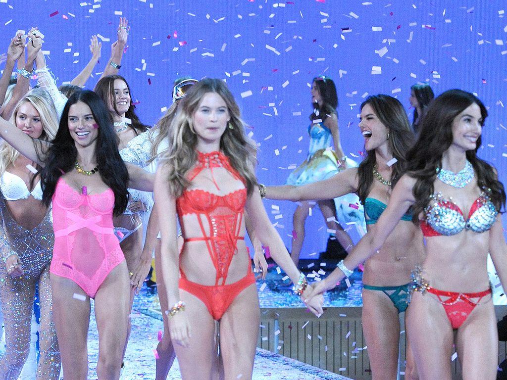 """""""Victoria's Secret""""-Engel bei der Fashionshow im November 2015"""