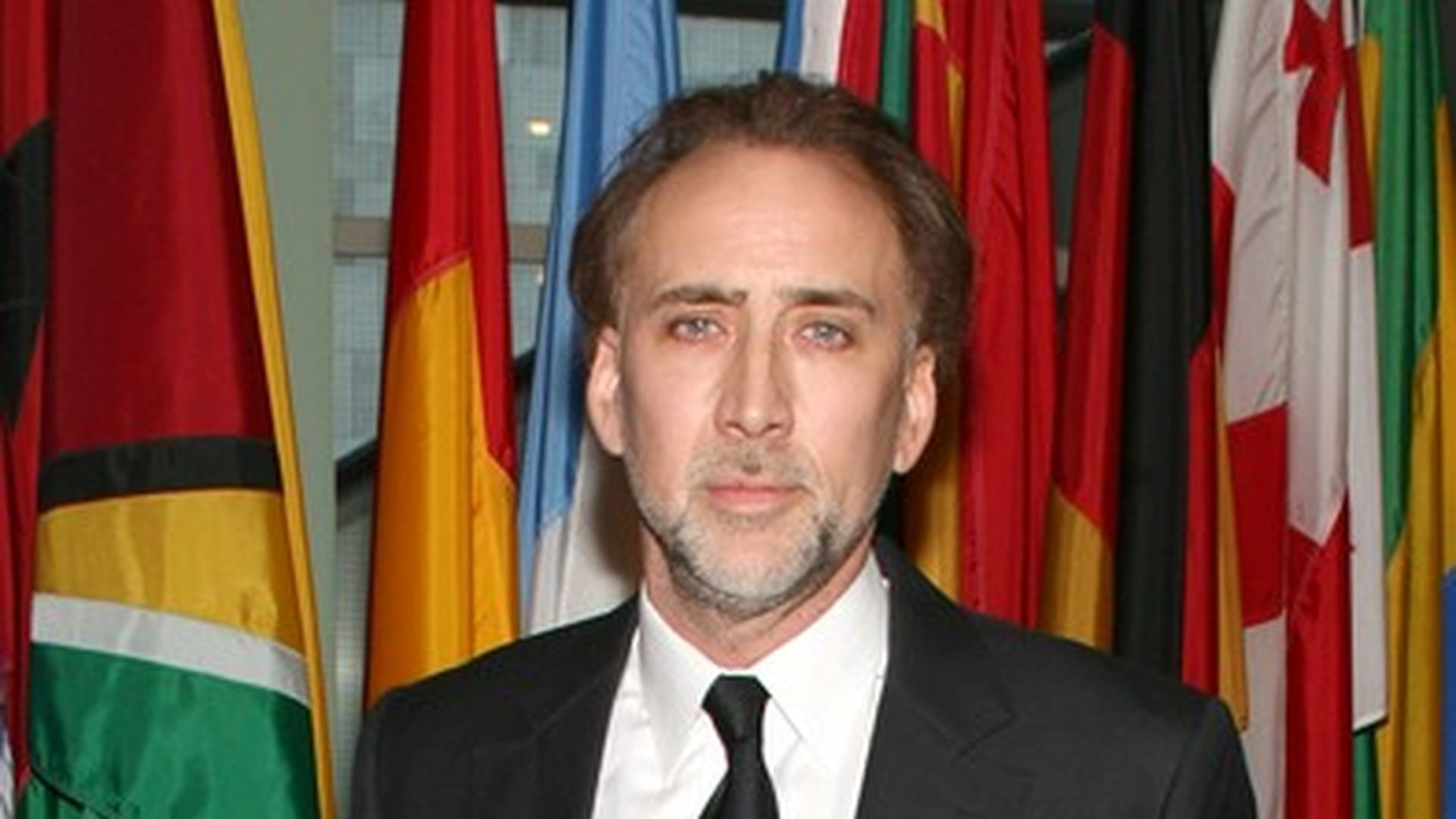 ist nicolas cage pleite. Black Bedroom Furniture Sets. Home Design Ideas