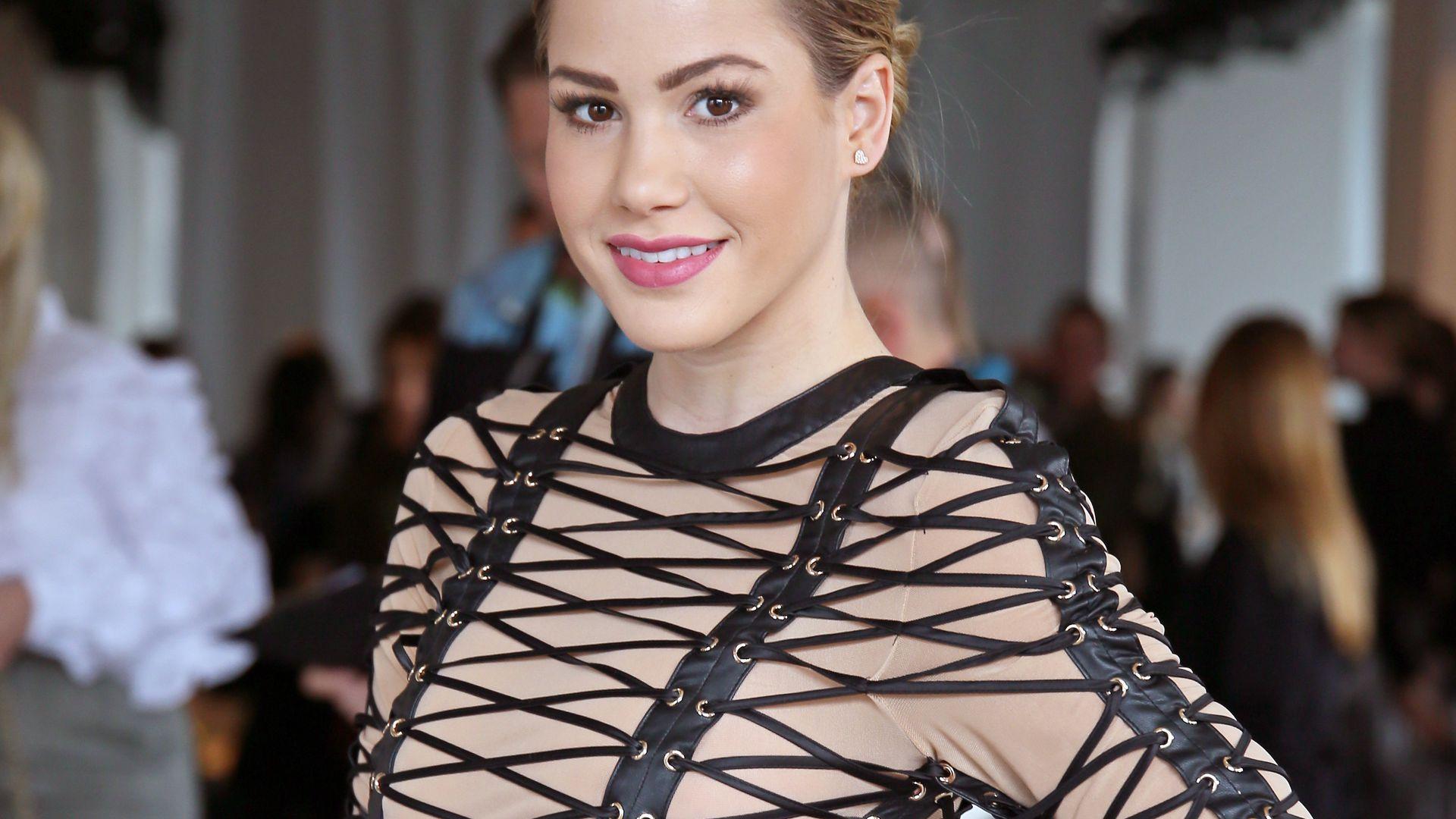 Ist die nackt   Angelina Hegers krasser Fashion Week Look