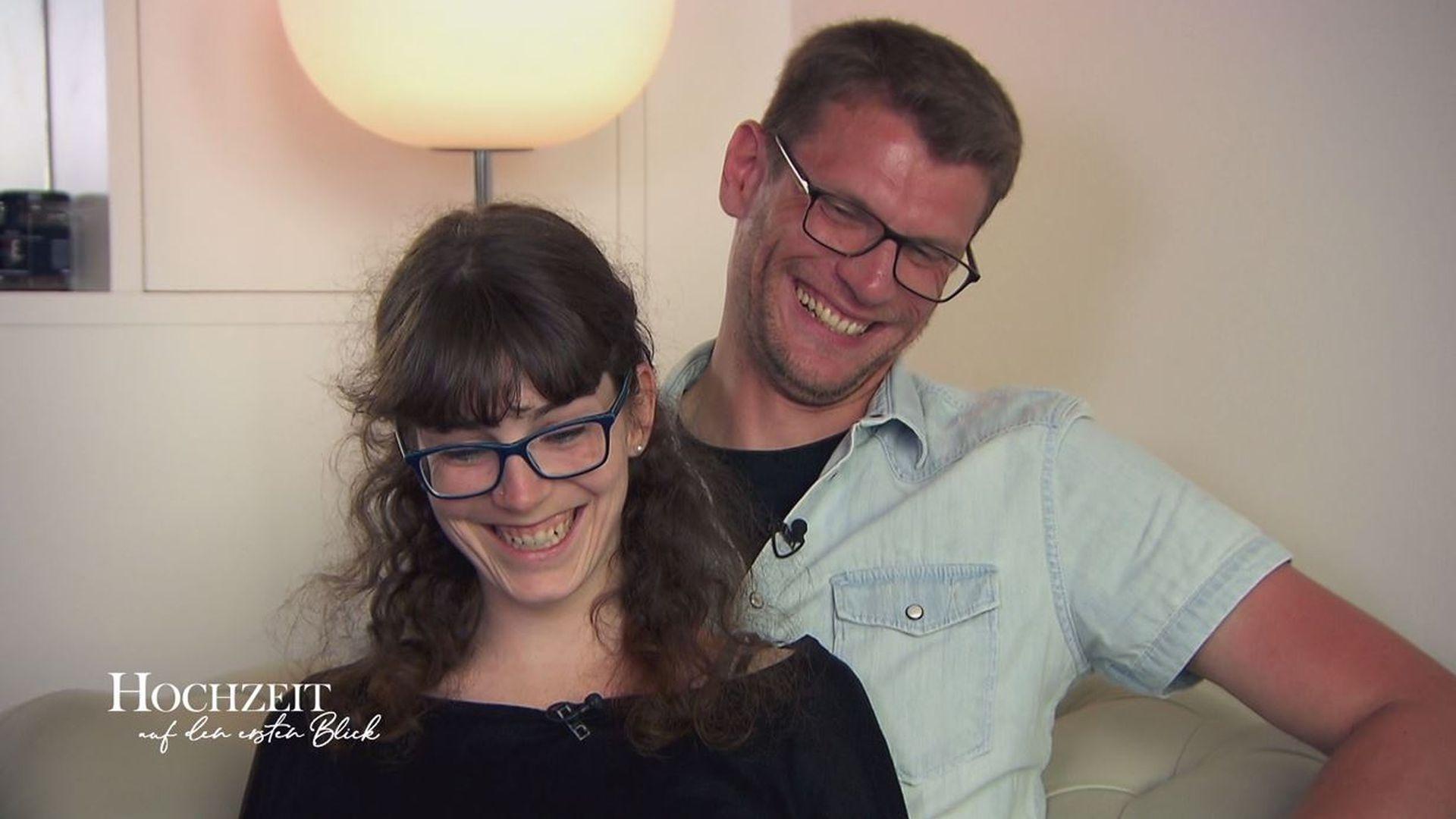 Endlich Hochzeit Auf Den Ersten Blick Manuel Kusst Annika Promiflash De