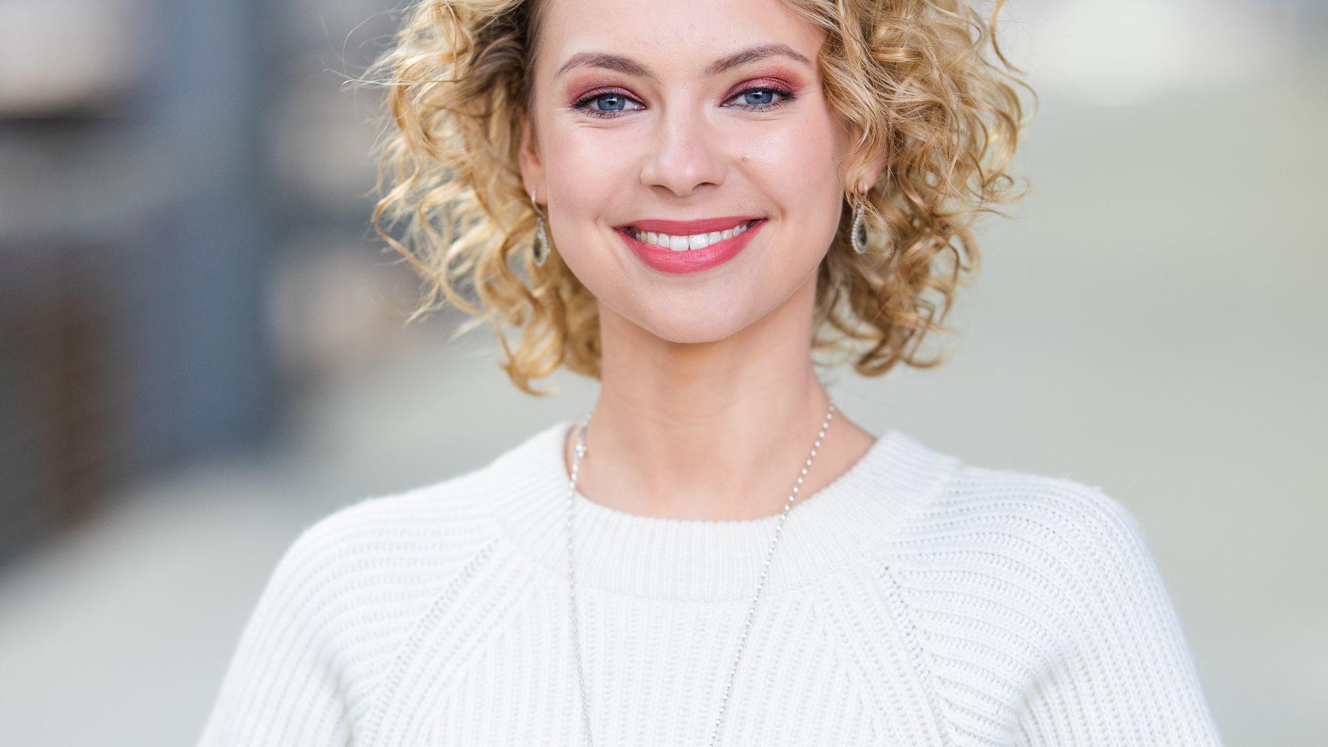 Für AWZ-Star Barbara Prakopenka ist Eislaufen kein Neuland | Promiflash.de