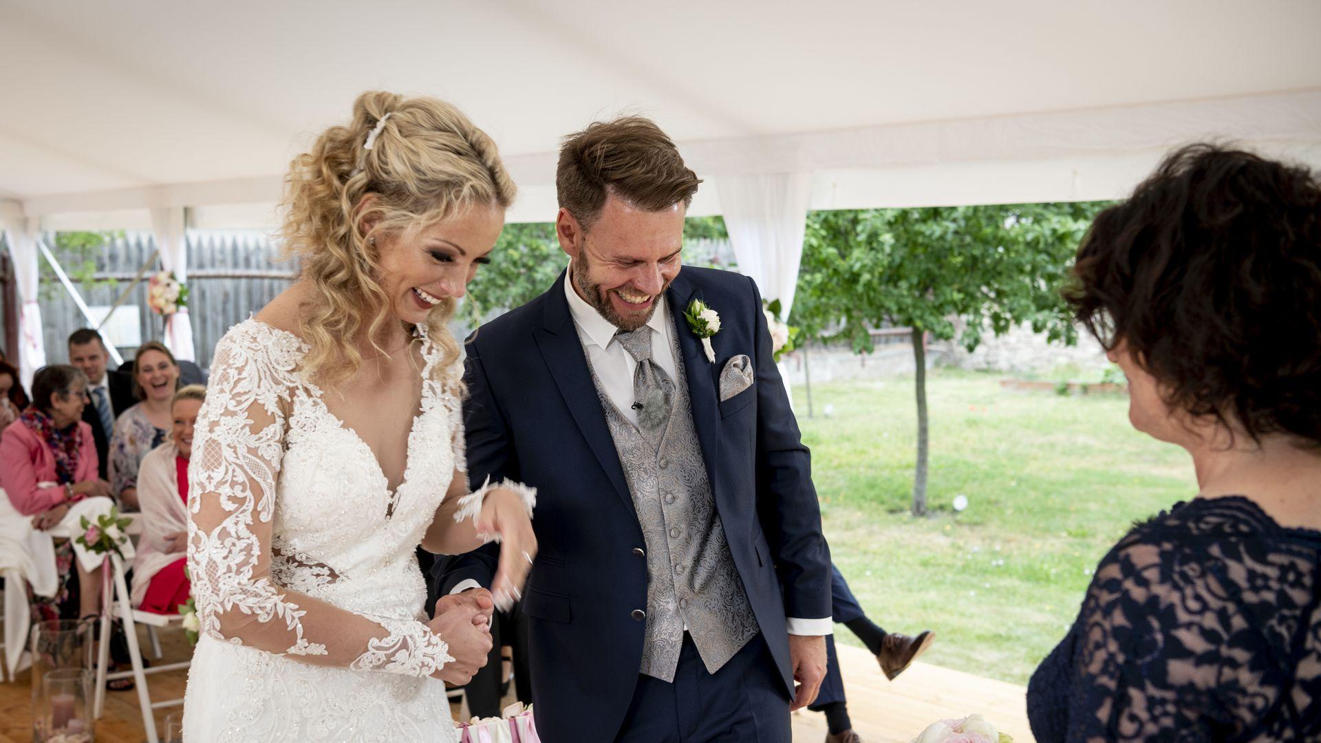 Hochzeit Auf Den Ersten Blick Cindy Feiert 1 Hochzeitstag Promiflash De